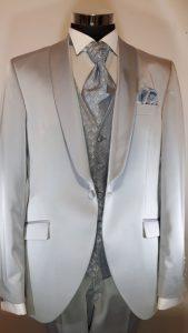 silberfarbener Smoking-Anzug